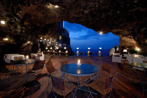 One of the most romantic places in the world - Seaside Restaurant Inside a Cave in Italy